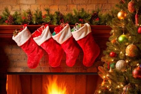 Lägg dina julklappar i fina julstrumpor.